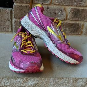 Brooks GTS14 running shoe! Nearly NEW!